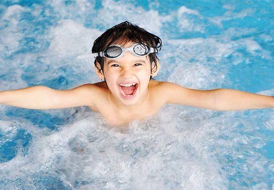 Польза плавания в бассейне для мужчин, женщин и детей