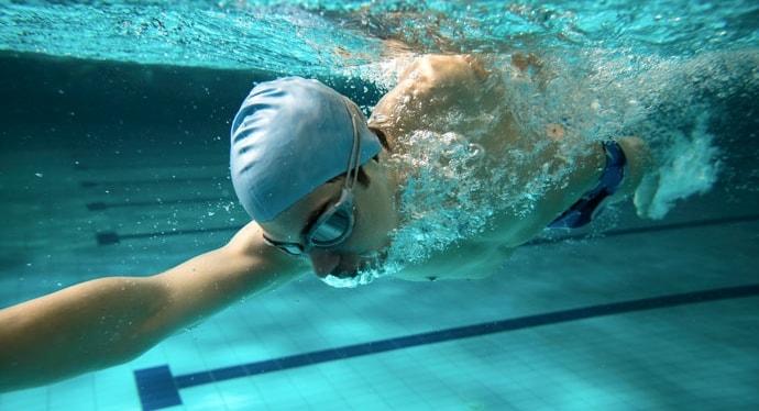 как правильно дышать при плавании