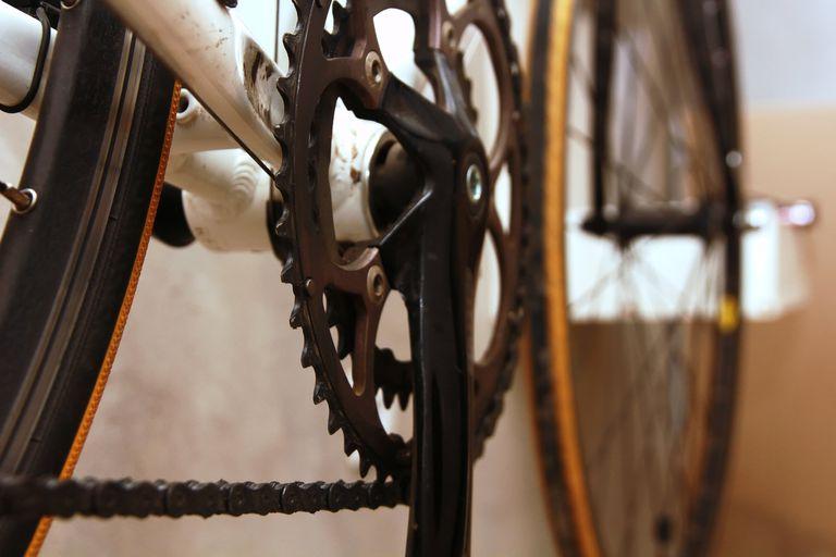 цепь и шатун велосипеда