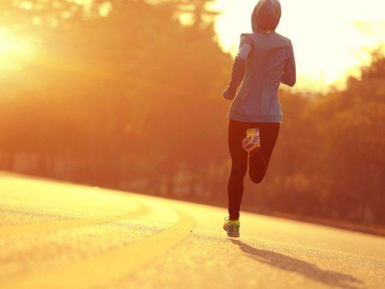 бегущая девушка